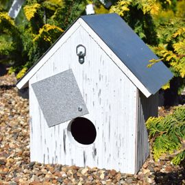 Stark® Bear Barn Birdhouse